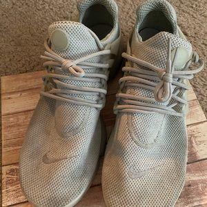 Lightweight Men's Nike Airs / Grey